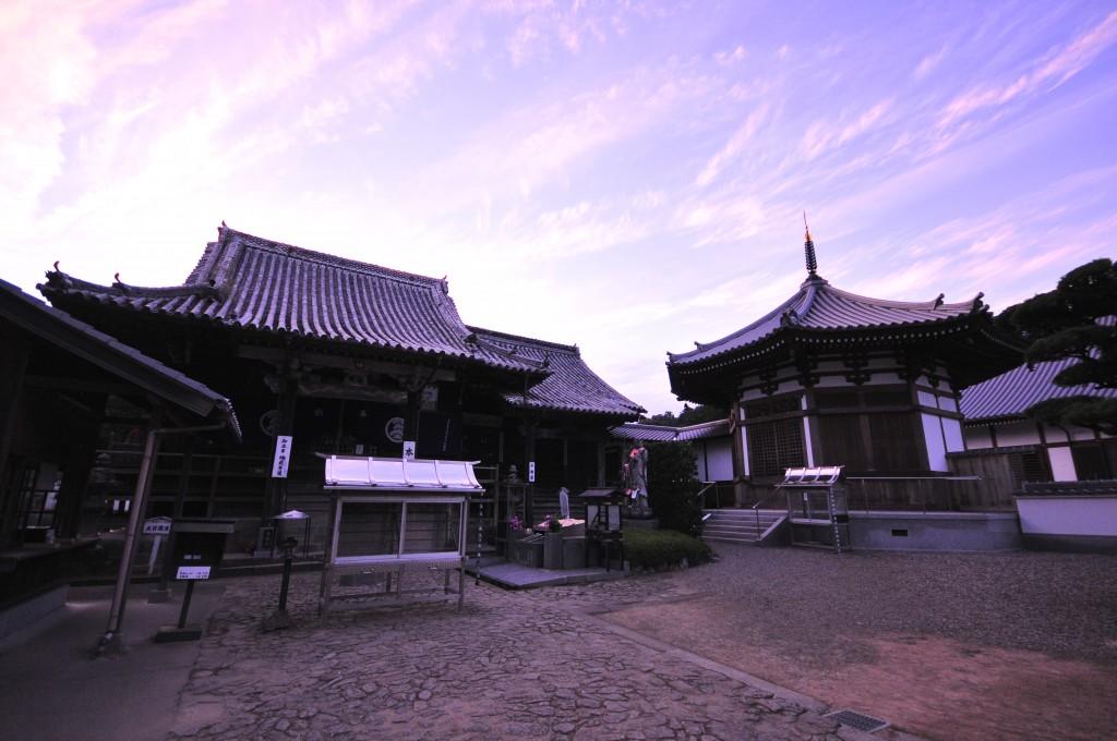 夕日の地蔵寺